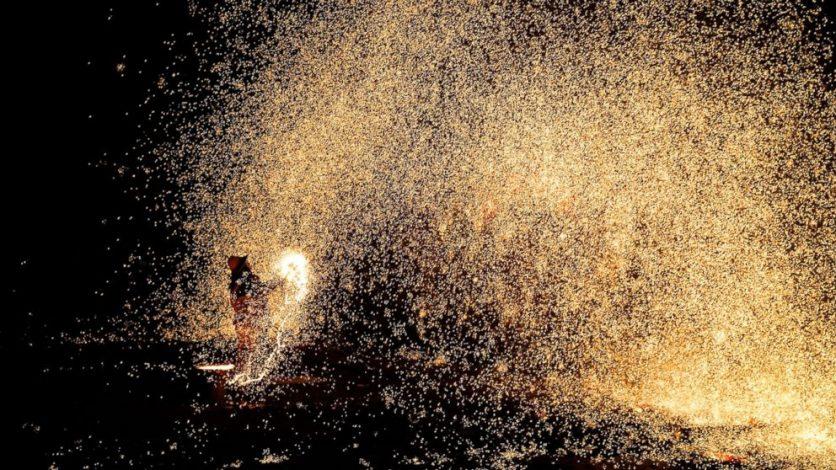 a tűzijátékok szokatlan, lenyűgöző látványt nyújtanak, melyet szinte sehol máshol nem tapasztalunk a hétköznapokban