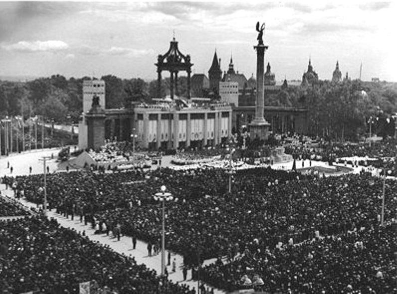 A Hősök-tere az 1938-as Eucharisztikus Világkongresszus idején