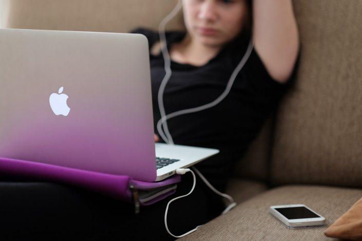 """tudomásul kell vennünk, hogy a legfiatalabb nethasználók, a """"digitális bennszülöttek"""" az első globális nemzedék"""