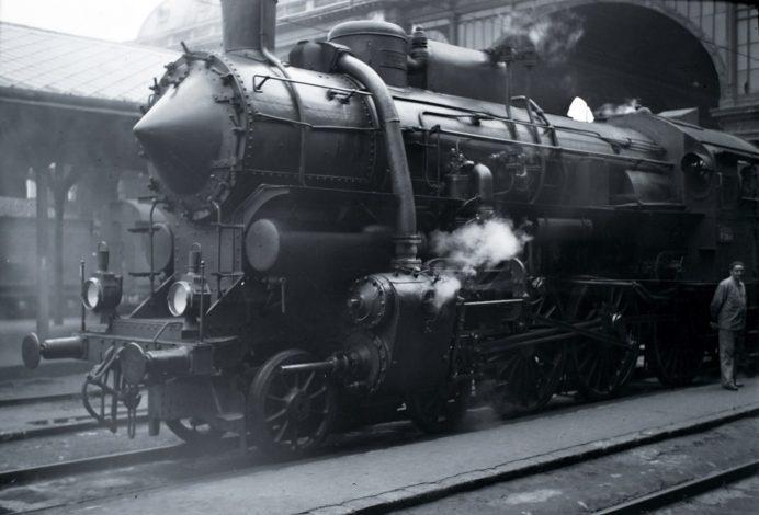 A MÁV 328-as sorozatú gőzmozdonya 1939-ben