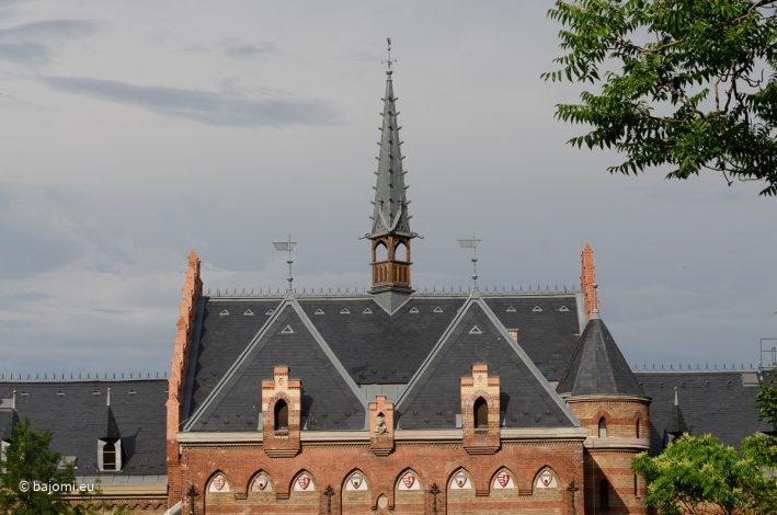 A budapesti Toldy Ferenc Gimnázium neogótikus stílusú épülete